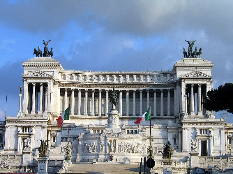 Attractions in rome - Piazza Venezia